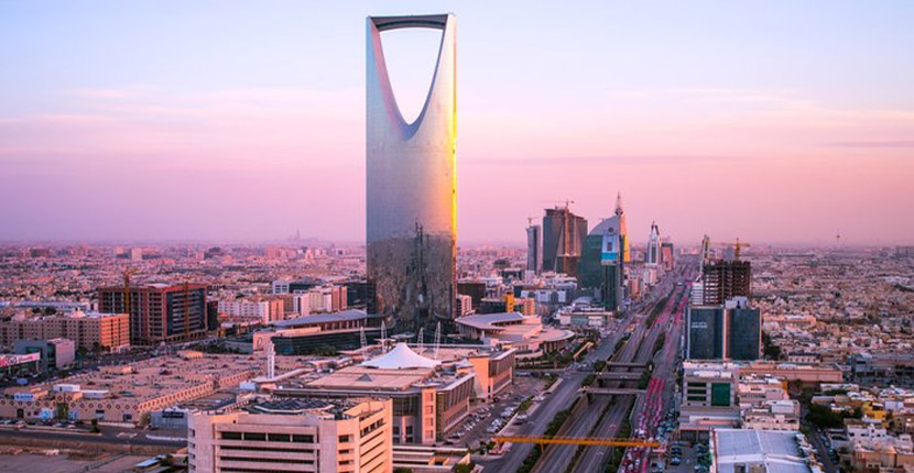 Pakistanis and Indians can now get Saudi visit visa on arrival