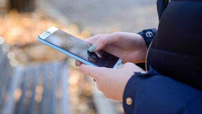 Scientists develop smartphone-read saliva testing method for Covid-19